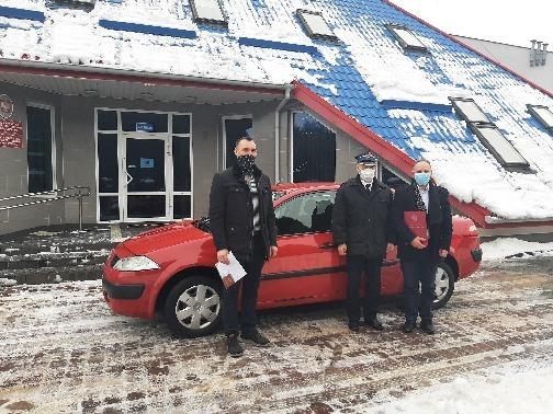 Od lewej Naczelnik OSP Radomin Łukasz Prądzyński, Komendant PSP Golub-Dobrzyń st. bryg. mgr Paweł Warlikowski, Wójt Gminy Radomin Piotr Wolski