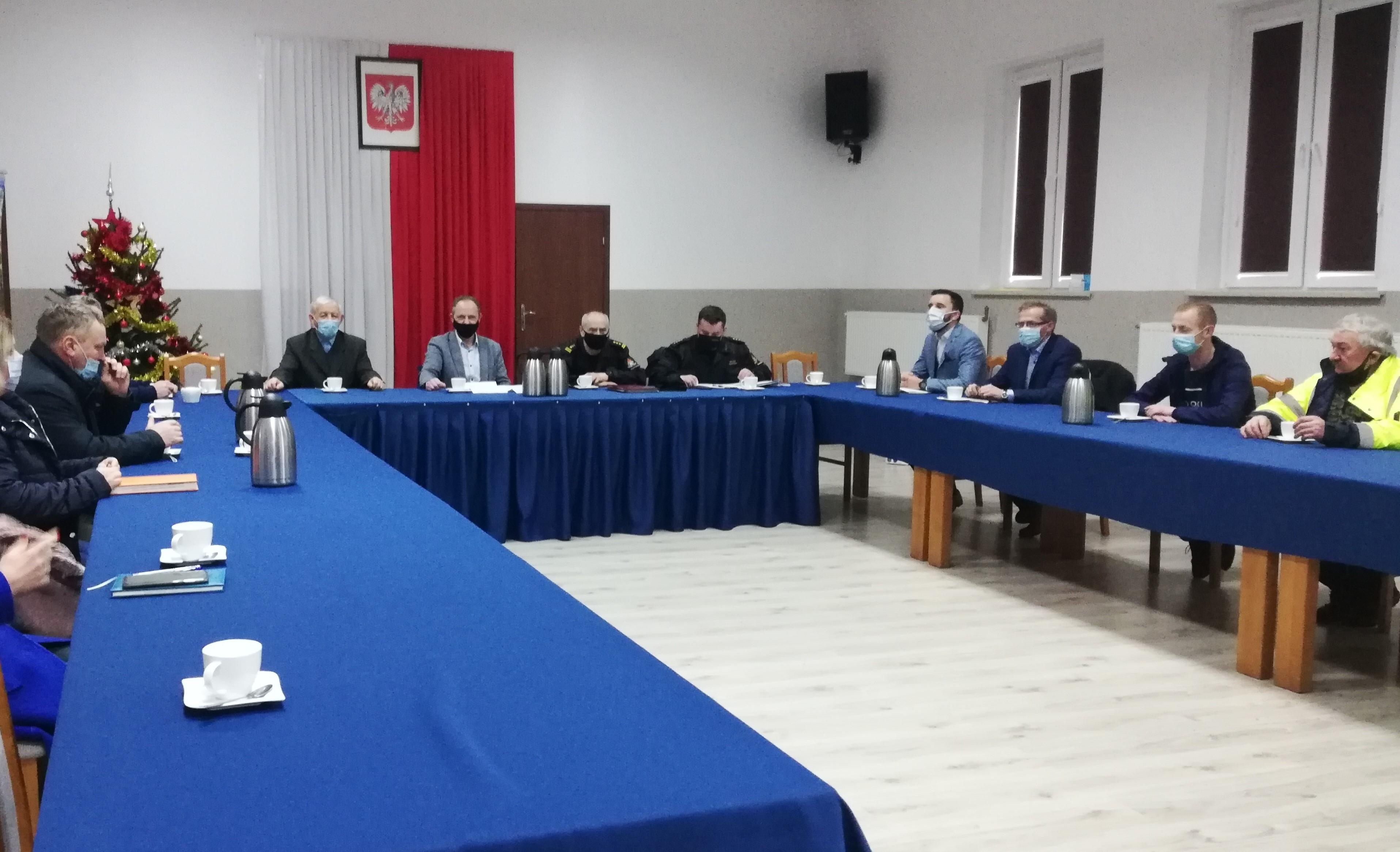Spotkanie w Gminnym Ośrodku Kultury i Sportu w Radominie, na którym został omówiony program szczepień